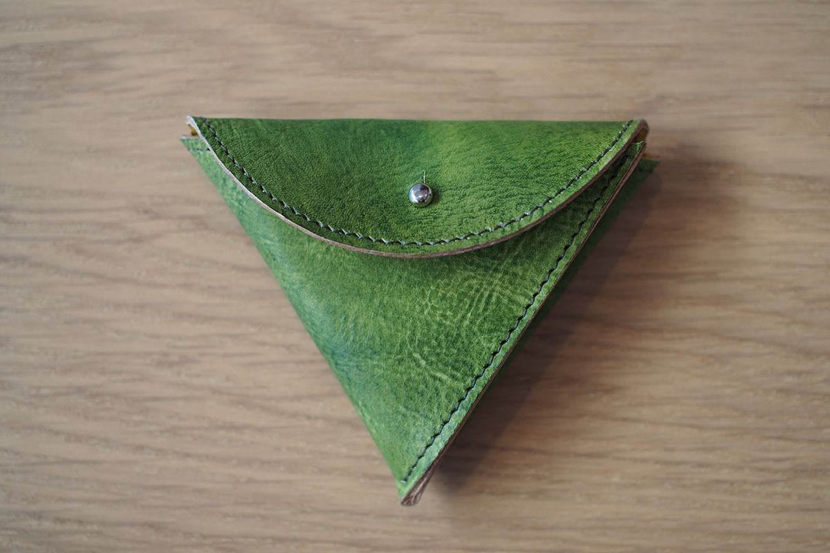 三角レザーケース 手仕事デザイン えみいろ。
